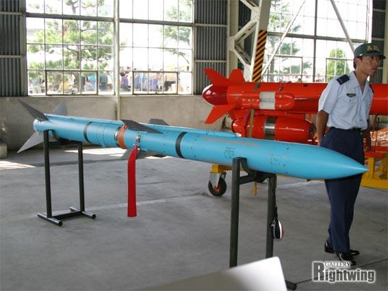 99式 空対空誘導弾 AAM-4