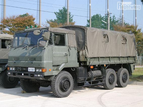 3 1/2tトラック(73式 大型トラ...